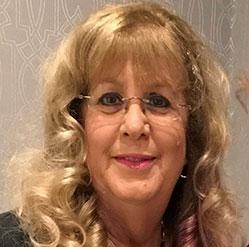 Headshot of Bonnie Schwartzbaum